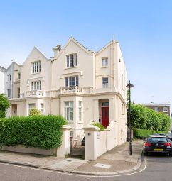 2 bed maisonette for sale in Alma Square, London NW8