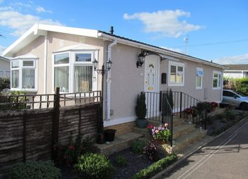 Thumbnail 2 bed mobile/park home for sale in Laburnum Court (Ref 5724), Horley, Surrey
