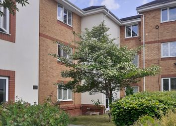 Thumbnail 2 bed flat for sale in Redshank Court, Reading