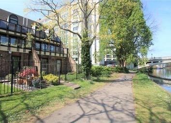 Thumbnail 2 bed flat to rent in Kingfisher Place, Reading, Berkshire