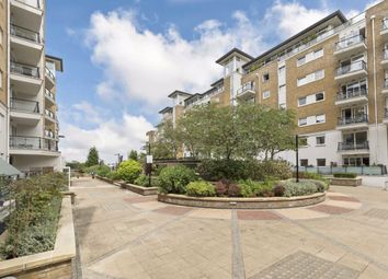 2 bed flat to rent in Smugglers Way, London SW18