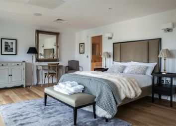 Thumbnail 4 bed flat to rent in Millharbour, London