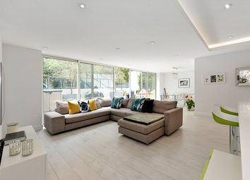 Thumbnail 3 bedroom flat for sale in Rosslyn Hill, Hampstead, London