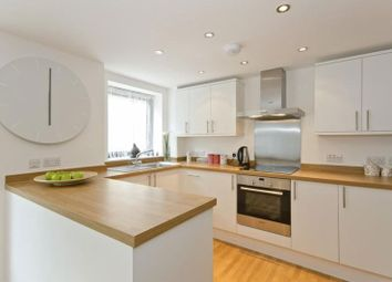 Thumbnail 3 bedroom flat to rent in Mile End Road, London
