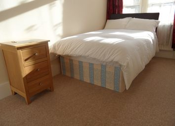 Room to rent in Cedar Road, Cricklewood, London NW2