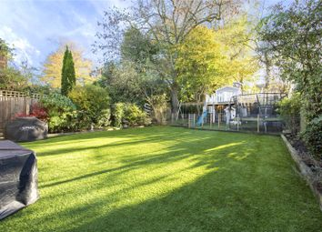 Thumbnail 3 bed flat for sale in Platts Lane, Hampstead, London