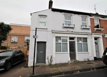 Thumbnail 1 bed flat to rent in Rawstorn Road, Colchester