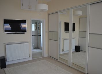 Thumbnail 3 bed flat to rent in Quay 2000, Horseshoe Bridge, Southampton