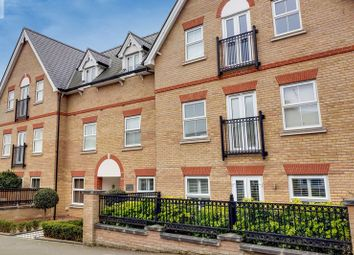 Thumbnail 2 bed flat for sale in Queens Road, Buckhurst Hill