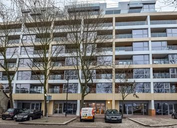 Thumbnail 1 bed flat to rent in Surrey Quays, London