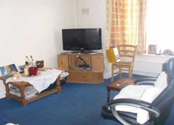 Thumbnail 1 bedroom flat to rent in Victoria Avenue, Hounslow, Middlesex