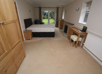 Thumbnail Room to rent in The Beeches, Weyhill Road, Andover