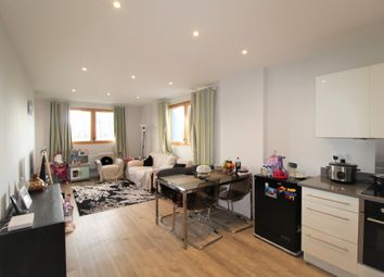 Torquay Court, 6 St. Ives Place, London E14. 2 bed flat