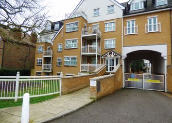 2 bed flat to rent in High Road, Buckhurst Hill IG9