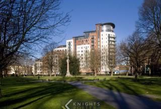 2 bed flat to rent in Orchard Place, Southampton SO14