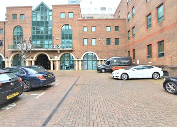 Thumbnail Room to rent in Room To Rent, Lanark Square, London E14, Isle Of Dogs Flat Share