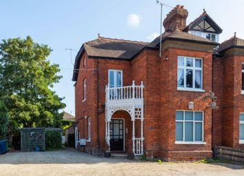 Marlow Road, Bourne End SL8. 2 bed flat