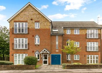 Thumbnail Flat for sale in Station Approach, Horley, Surrey