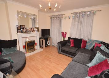 2 bed flat to rent in Hook Road, Chessington, Surrey. KT9