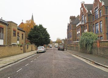 3 bed flat to rent in Chelmer Road, London E9