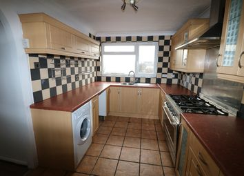 Thumbnail 3 bed flat to rent in Greengates Road, Luton