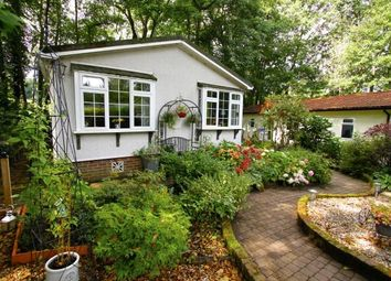 Thumbnail 2 bed mobile/park home for sale in Linnett Close, Turners Hill Park, Turners Hill, West Sussex