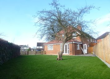 Thumbnail 2 bed detached house to rent in Windser Drive, Reading
