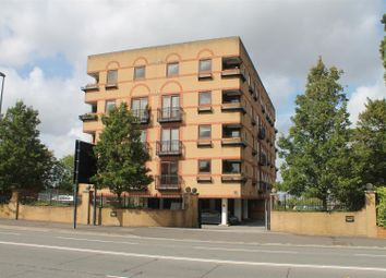 Thumbnail 2 bed flat to rent in Oxford Road, Aylesbury