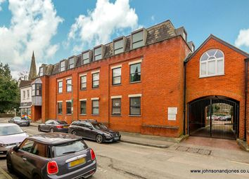 Minorca Road, Weybridge KT13. 2 bed flat for sale