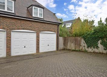 Discovery Drive, Kings Hill, West Malling, Kent ME19. 2 bed flat