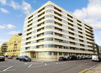 3 bed flat to rent in Kings Road, Brighton BN1