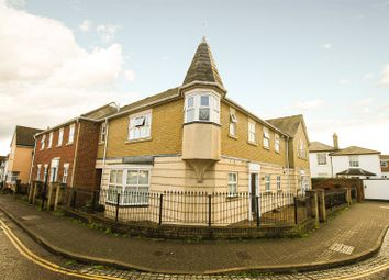 2 bed maisonette to rent in St Augustine Mews, Colchester, Essex CO1