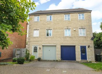3 bed town house for sale in Bicester, Oxfordshire OX26