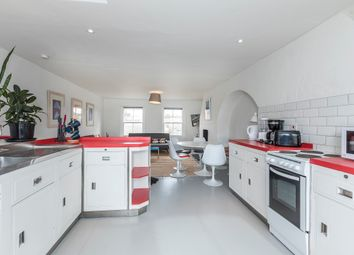 Thumbnail 5 bed terraced house to rent in Princelet Street, Spitalfields