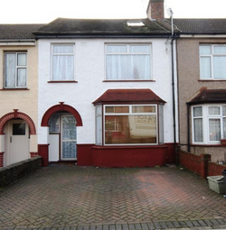 Thumbnail 4 bed terraced house to rent in Queens Avenue, Greenford