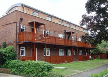 1 bed flat to rent in Marlow Lodge, Courtlands, Maidenhead, Berkshire SL6