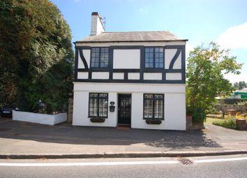 Uxbridge Road, Rickmansworth WD3. 3 bed detached house