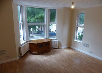 2 bed flat to rent in Priory Avenue, High Wycombe HP13