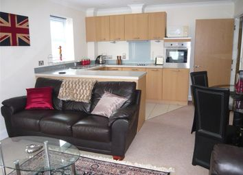 Thumbnail 2 bedroom flat to rent in Newtown Road, Newbury, Berkshire