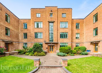 3 bed flat to rent in Hook Road, Surbiton KT6