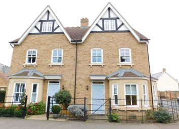 Bronte Avenue, Stotfold, Hitchin SG5. 4 bed semi-detached house