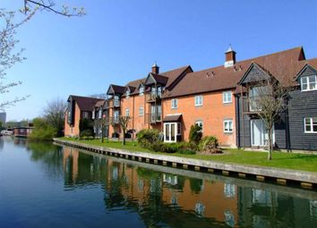 Thumbnail 2 bed flat to rent in Mill Lane, Newbury