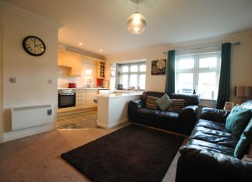 2 bed flat to rent in Brighton Road, Hooley, Coulsdon CR5