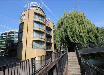 2 bed flat to rent in Oyster Wharf, Crane Wharf, Reading, Berkshire RG1