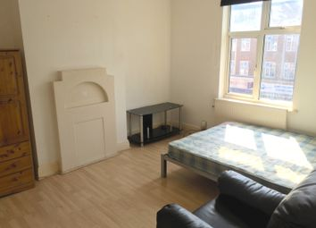 Thumbnail Room to rent in Ashfield Parade, Southgate