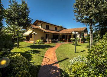 Thumbnail Villa for sale in Villa Fiumetto, Via Isonzo Marina di Pietrasanta, Italy