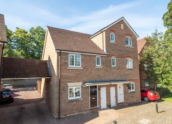 3 bed property for sale in Alfred Close, Fleet GU51