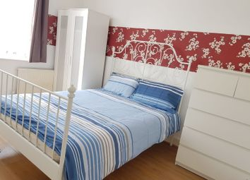 Thumbnail Room to rent in Burdett Road, London, Mile End