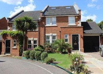 4 bed property to rent in Barlow Drive, London SE18