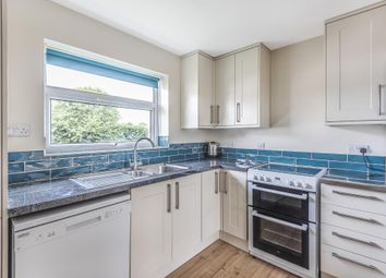 Thumbnail 2 bed flat to rent in Shillingford, Oxfordshire